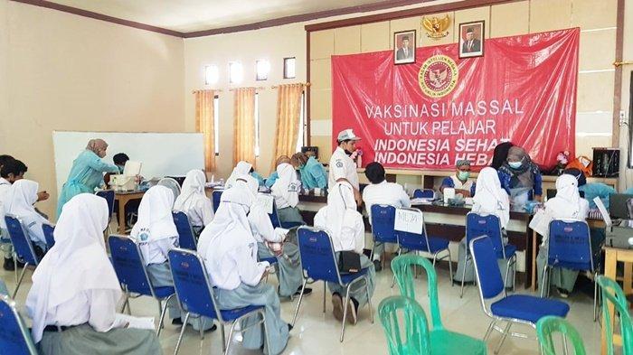 Dinkes Banjar dan BIN Gelar Vaksinasi di SMAN 1 Martapura